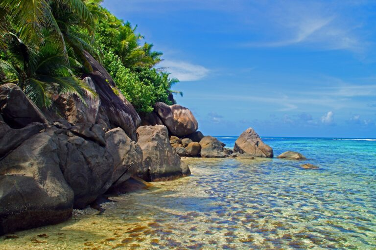 Felsen klares Wasser auf Seychellen