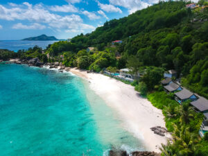 Mahe Carana Beach Hotel Luftaufnahme